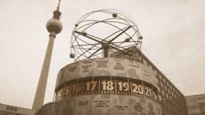 Alexanderplatz w czasach NRD - Zegar